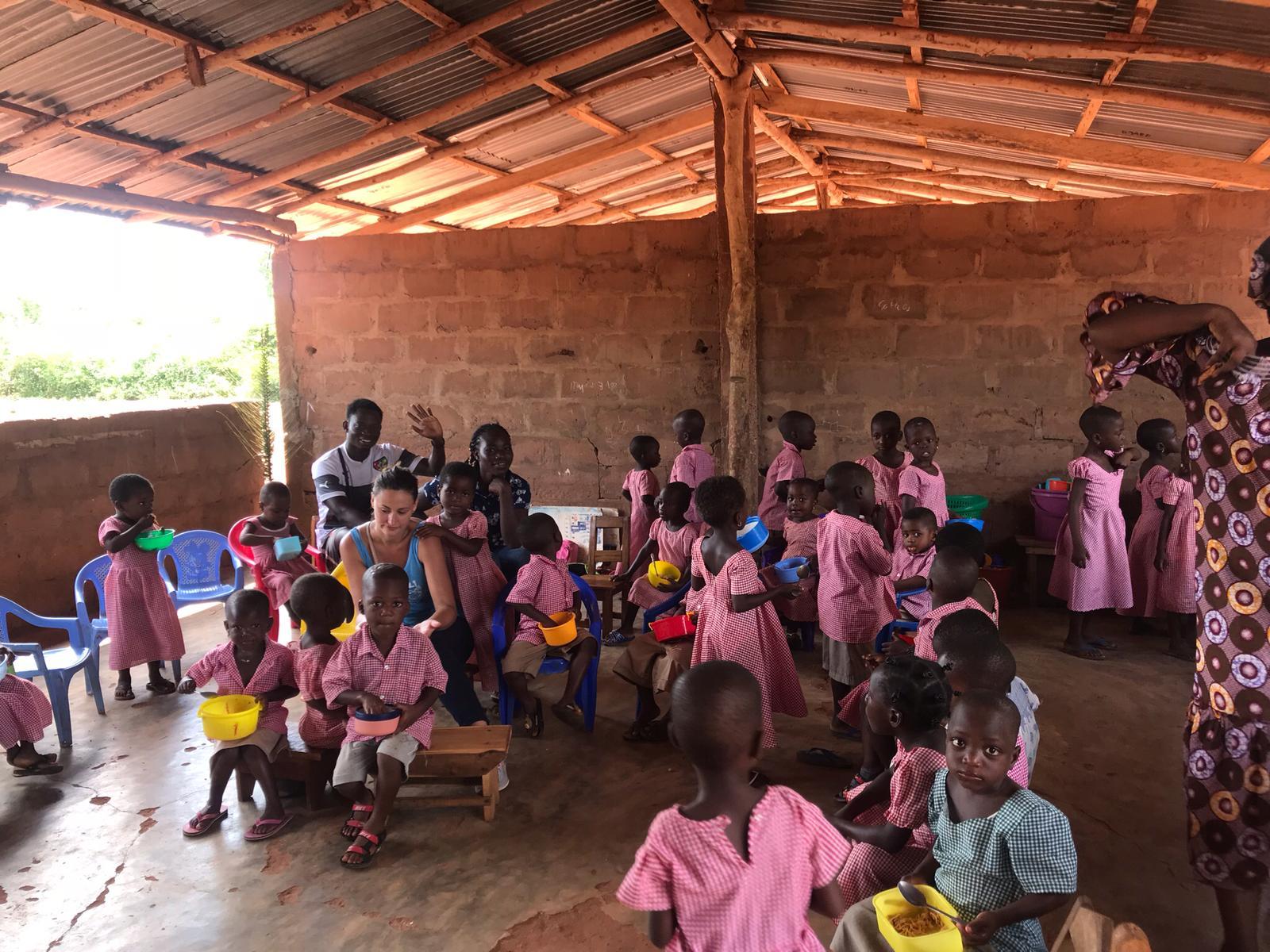 animation avec les enfants dans les Orphelinat